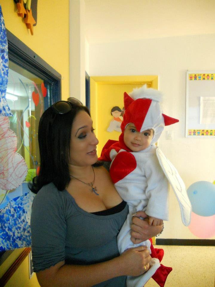 Mamá'e hija vestida de diablita