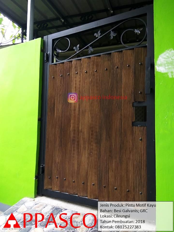 Pintu Besi Pager Motif Kayu Bagus GRC di Cileungsi