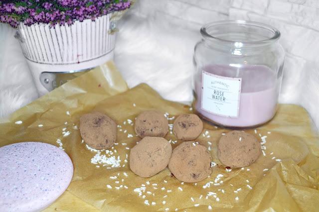 zastępstwo kalorycznych słodyczy dietetycznymi słodkimi przekąskami