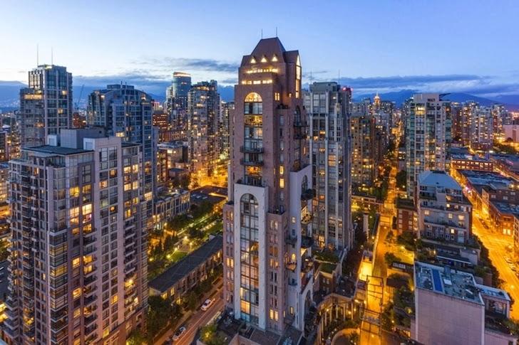 World Of Architecture Bright Triplex Attic Penthouse In