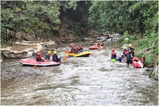 0856 9140 9060, paket rafting, wisata rafting, arung jeram, rafting sentul, Outbound Puncak Bogor, Rafting, Team Building, Family Gathering, Outing, arung jeram di sentul