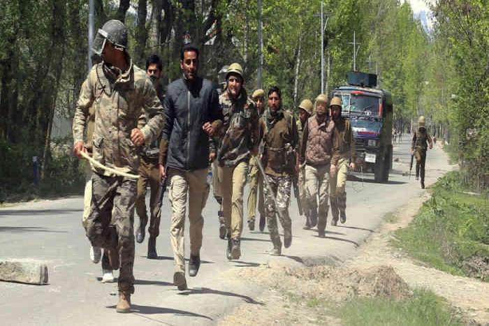 J&K:कुपवाड़ा में फिर भड़की हिंसा, पुलिस फायरिंग में 4 लोगों की मौत