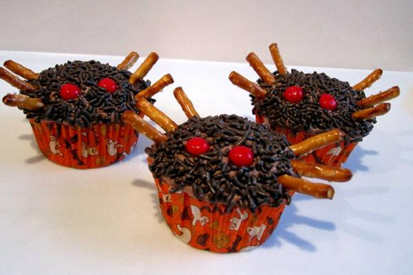 Halloween Spider Cupcakes & Halloween Candy Corn Punch - Halloween ...