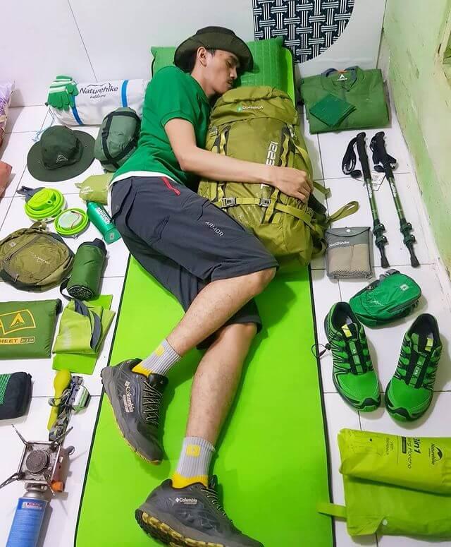 Gak usah mendaki guung mending tidur aja di rumah - foto instagram aimanraswid