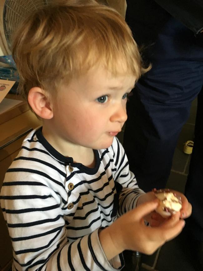 toddler-eating-marshmallow