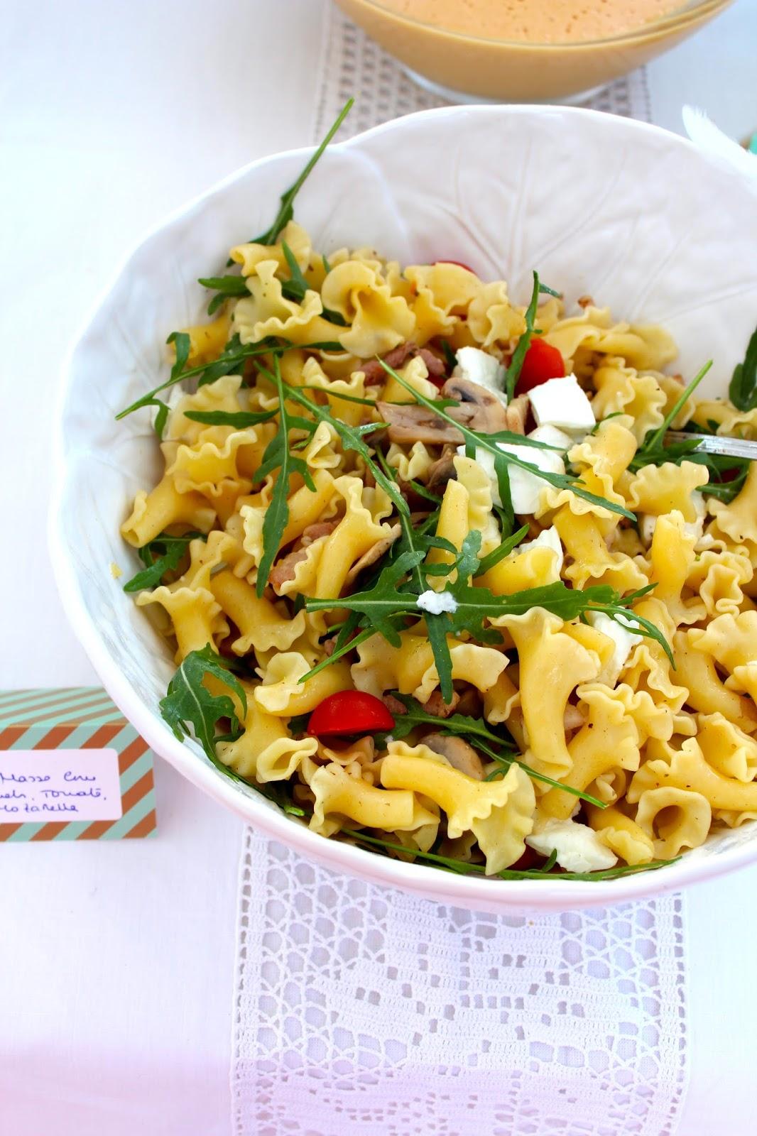 Salada de Massa com Bacon, Cogumelos, Tomate Cereja, Rucula e Mozarella e o Primeiro Anivers�rio do Ant�nio