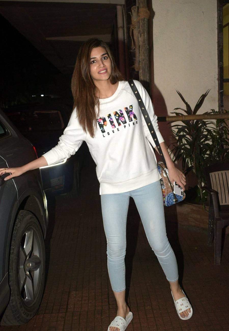 Indian Girl Kriti Sanon Without makeup Face Long Hair