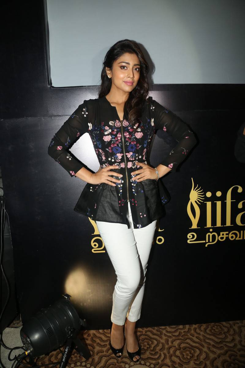 Shriya Saran Without Makeup Photos at IIFA Utsavam Awards