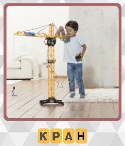 мальчик собрал детский кран из конструктора в игре 600 слов 1 уровень