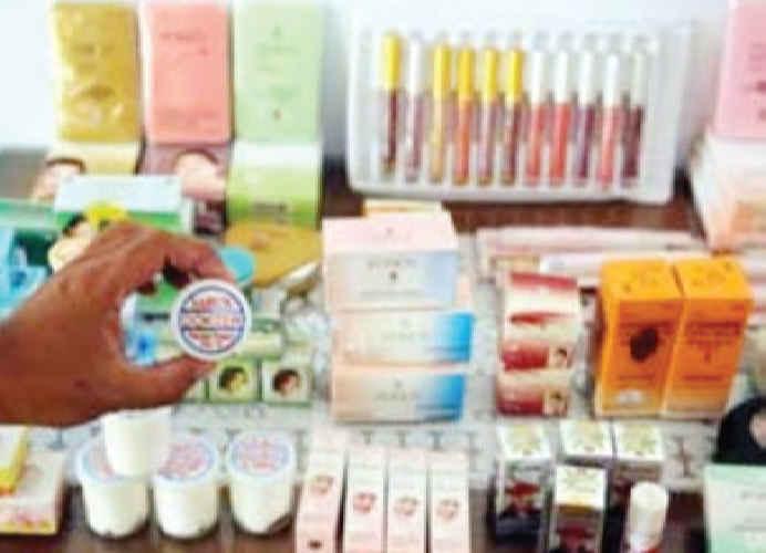 Balai Pengawasan Obat dan Makanan (BPOM) Maluku di tujuh kabupaten dan kota menemukan sebanyak 10.573 kemasan atau 182 item pangan tanpa izin edar.
