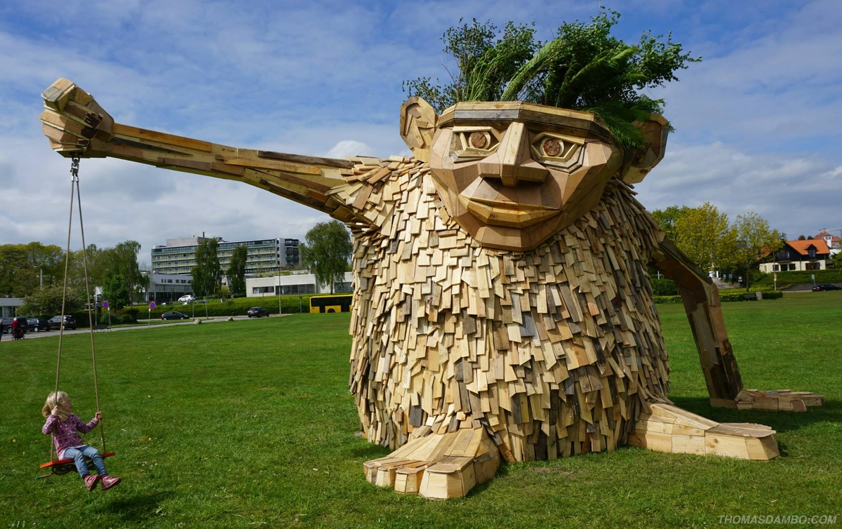 04-Troels-The-Troll-Thomas-Dambo-Large-Interactive-Recycled-Wooden-Sculptures-www-designstack-co