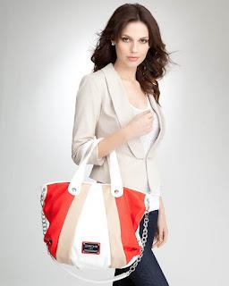 Wanita Bertubuh Tinggi dan Ramping, sesuaikan tasnya