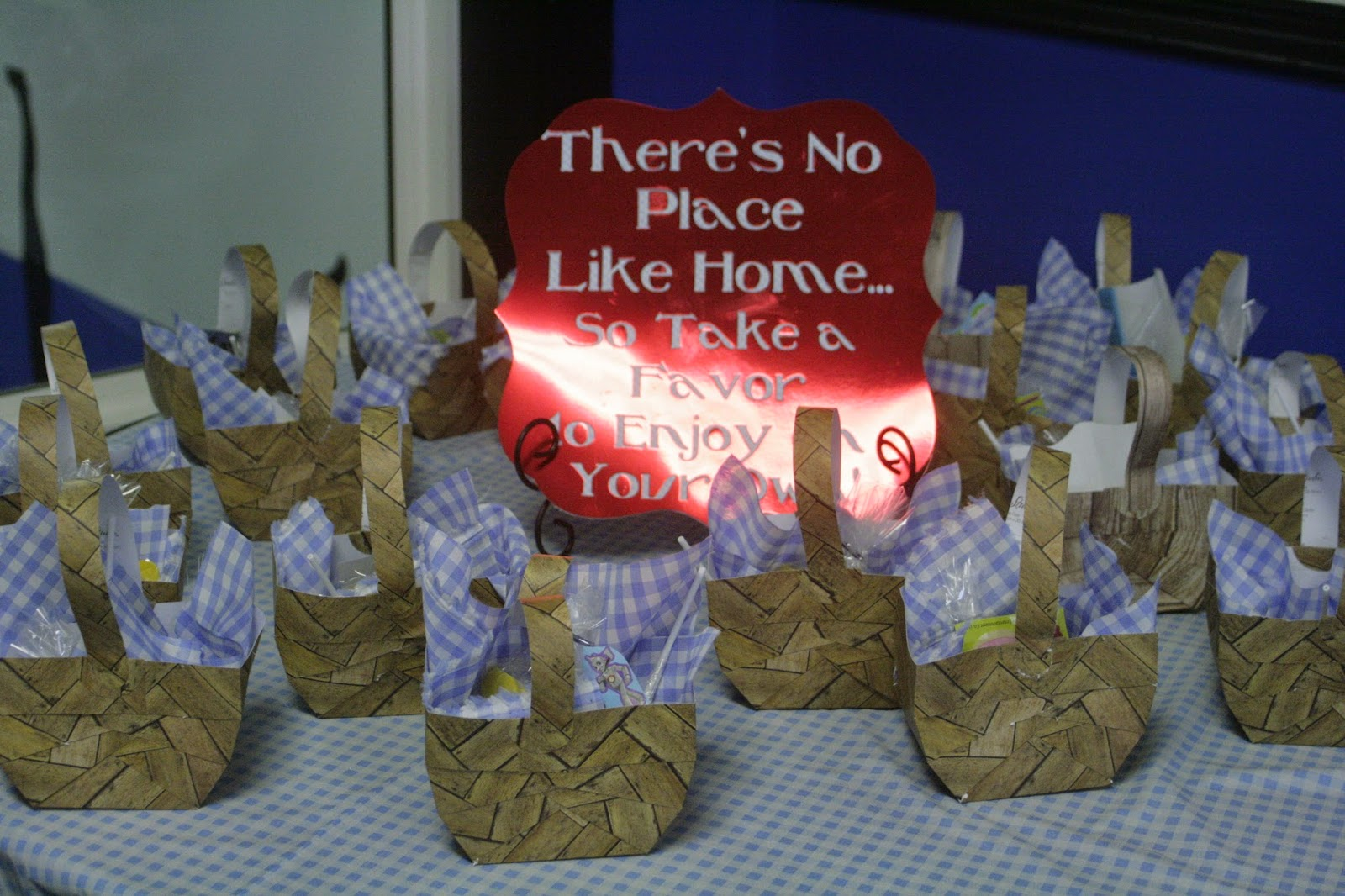 The Dabbling Crafter Diy Sunday Wizard Of Oz Birthday Party