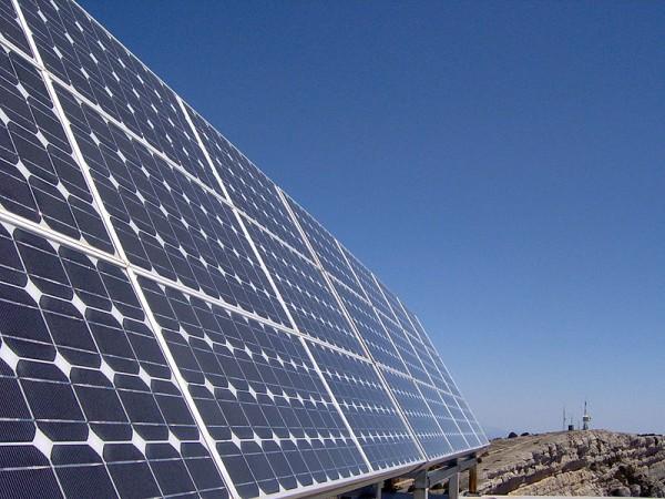 design Painéis solares, que funcionam também à noite