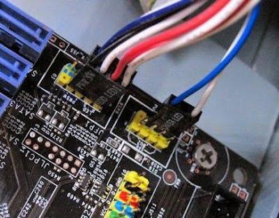 Pemasangan Kabel Power pada Harddisk, Disk Drive, dan CD ROM