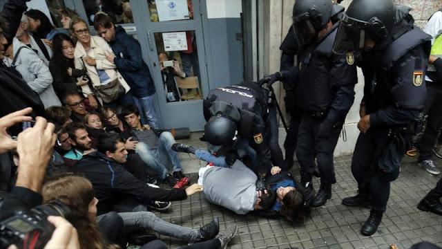 """España pide """"disculpas"""" a la gente que recibió golpes en Cataluña"""