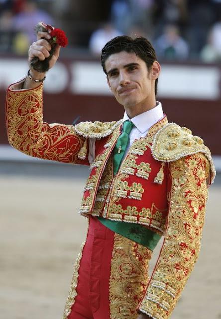 Muere torero español de cornada y lo captan en vivo para TV
