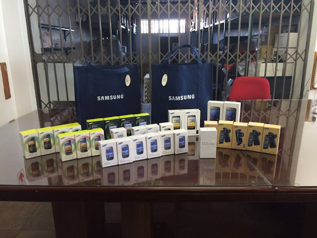 @SamsungSA Donates #Smartphones To @GiftoftheGivers #TheLifesWay #Photoyatra