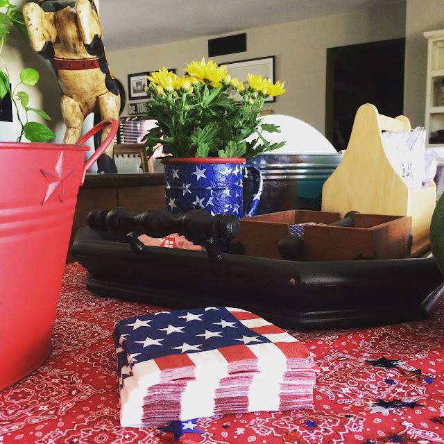 Check out this Fourth of July mod podged napkin vase. Easy project