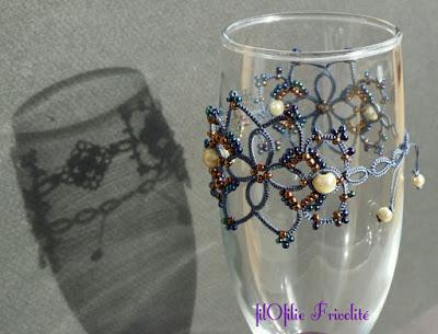 """Bracelet """"Océan de Perles"""", en frivolité, dentelle aux navettes."""