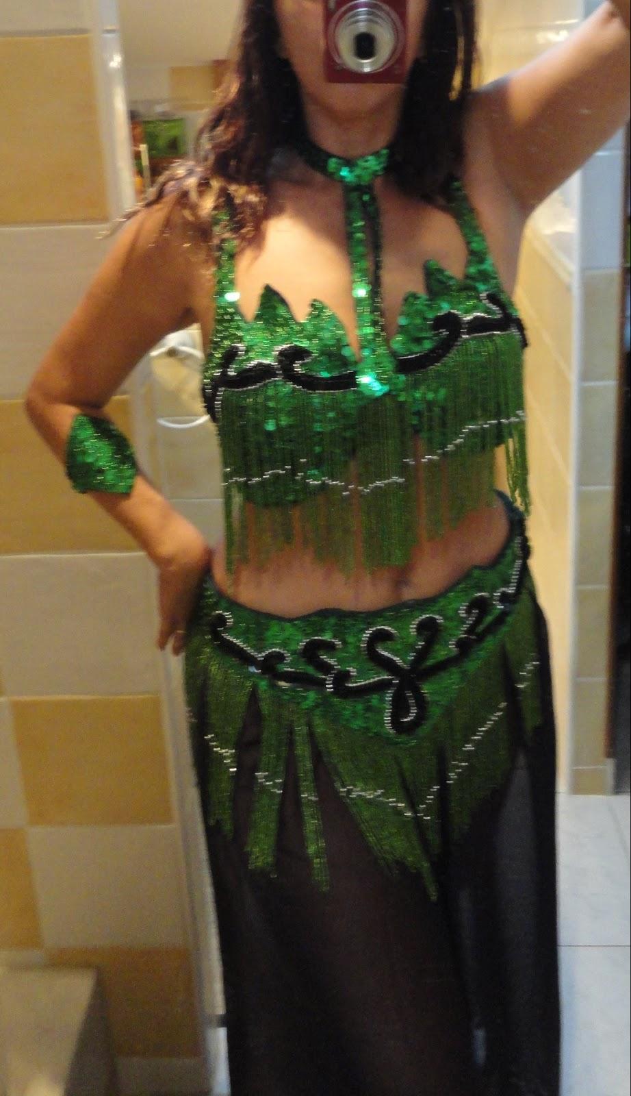 miss coco vide son dressing montpellier h rault 34 ensemble vert emeraude de danse orientale. Black Bedroom Furniture Sets. Home Design Ideas