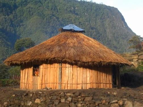 Rumah Adat Provinsi Papua Barat ( Rumah Honai )