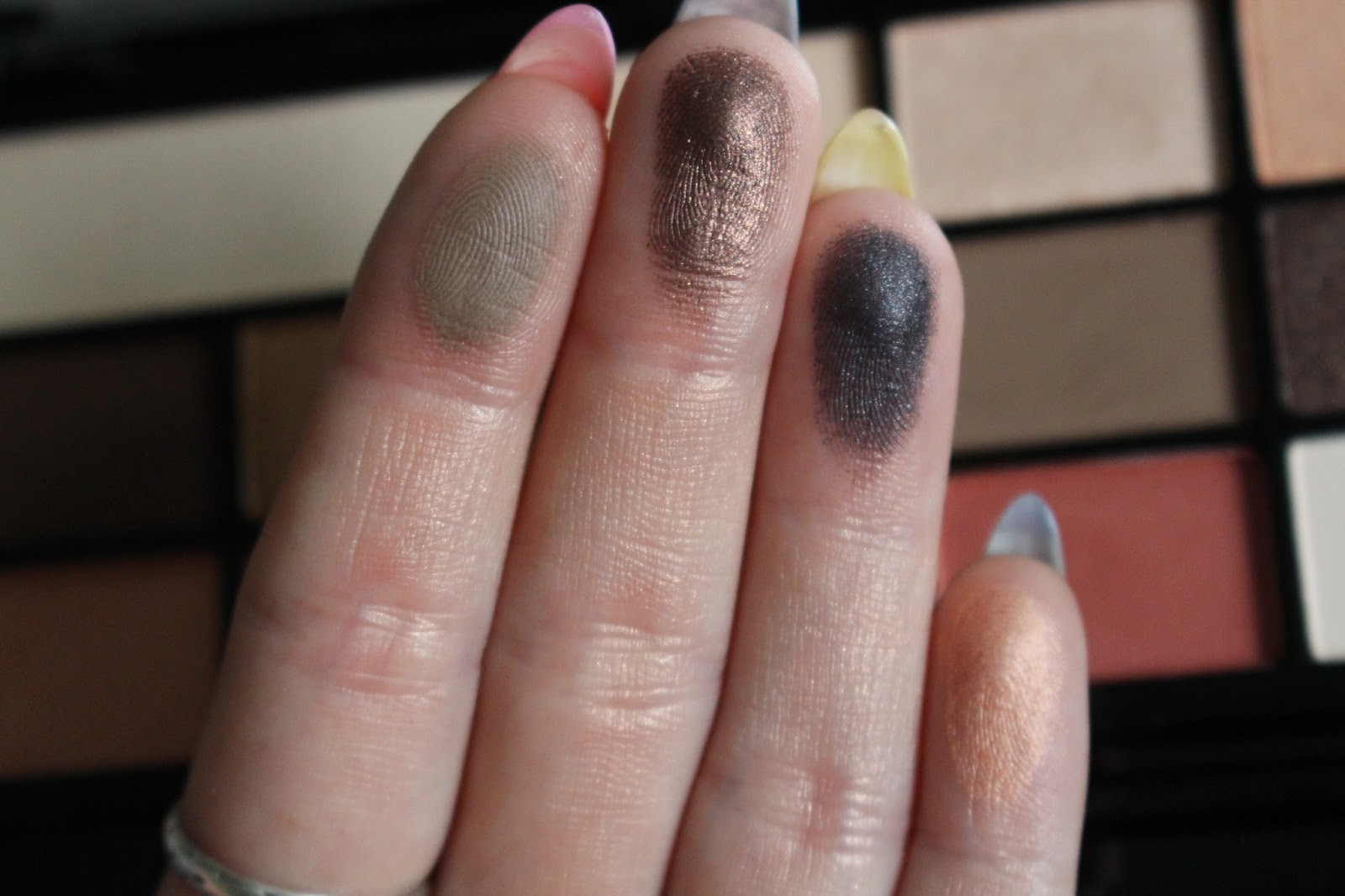 MONDAY WITH MAKEUP REVOLUTION: CHOCOLATE VICE REVIEW WITH SWATCHES ...