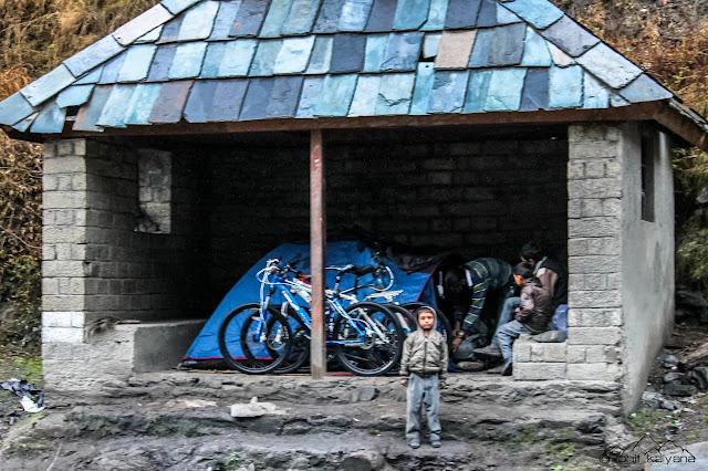 Mandi to Prashar lake winter cycling. Rohit kalyana himalayanwomb.blogspot.com