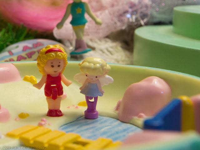 comparaçã entre a bonequinha Polly Pocket Original e a bonequinha My Little Fairy