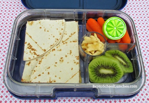 Quesadilla bento lunch, yumbox panino