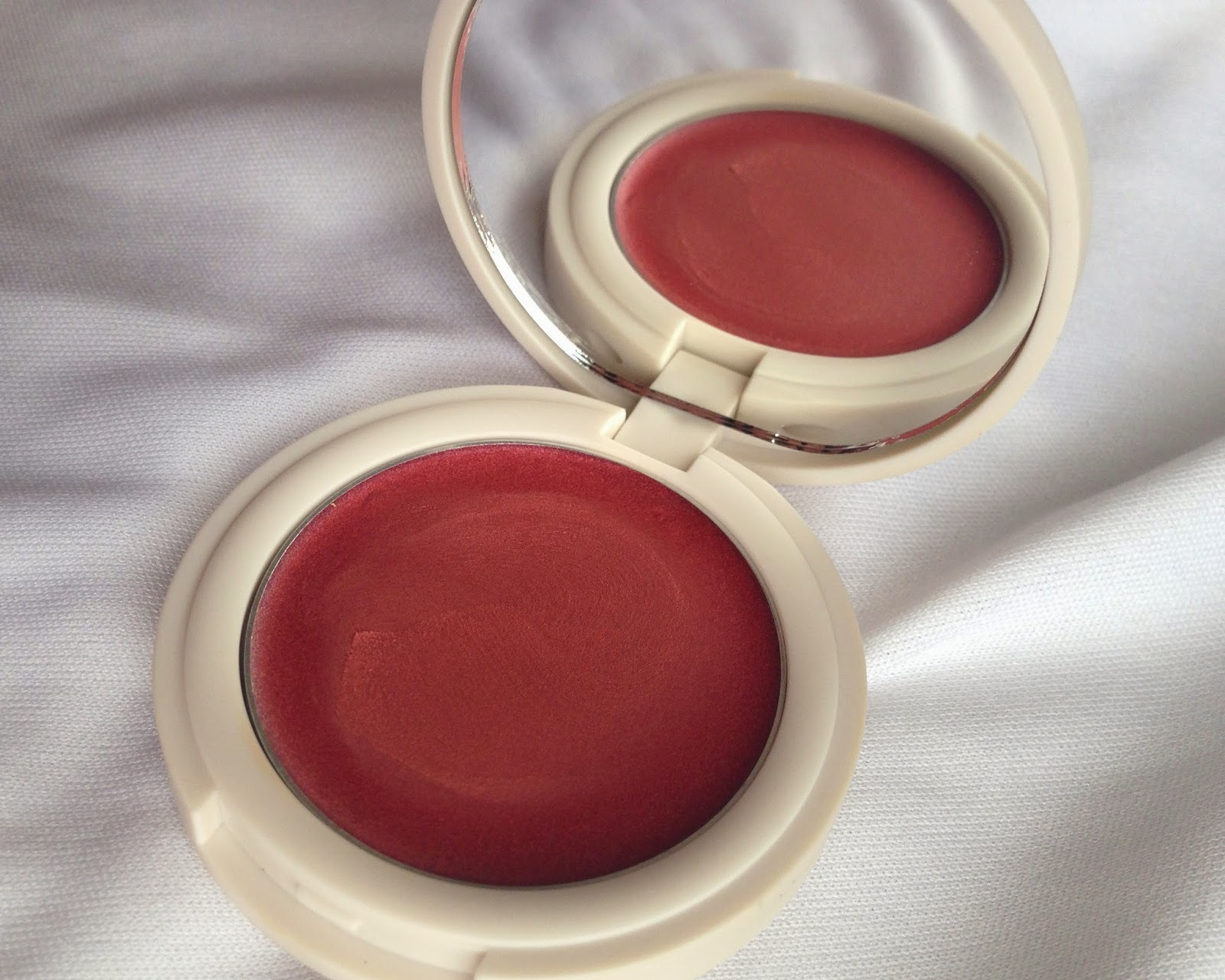 Topshop Cream Blush 'Aorta'