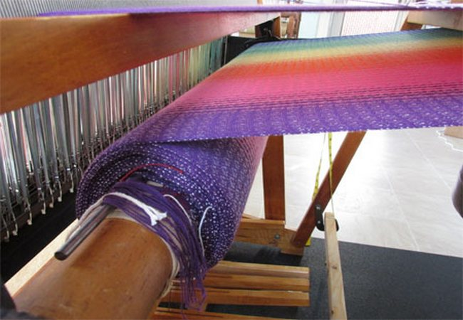 Cloth beam in weaving loom