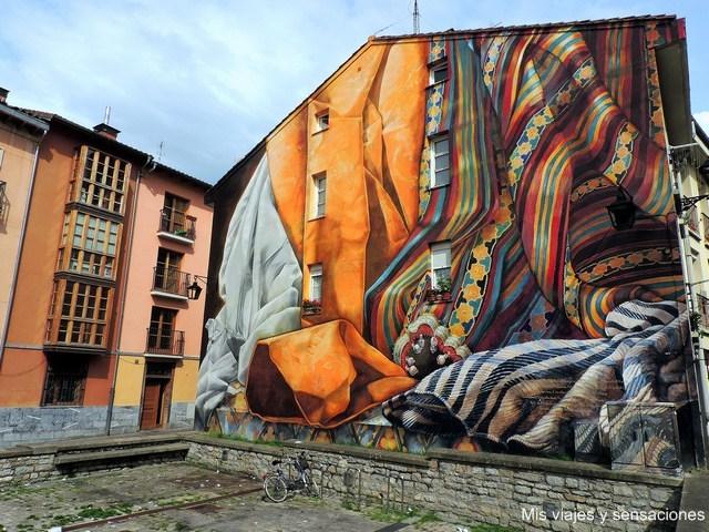Al hilo del tiempo, murales de Vitoria, País Vasco