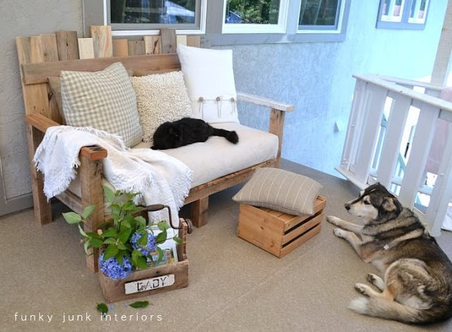 Learn how to build this cozy pallet wood sofa for outdoor living from scratch! Easy to customize in any size desired. Click here for the tutorial.