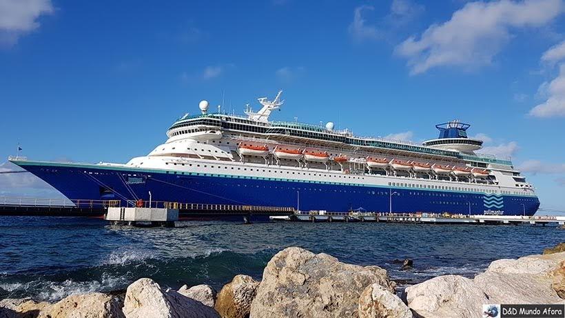 Navio Monarch, Pullmantur atracado em Curaçao