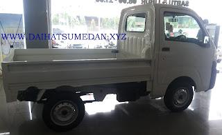 Eksterior Daihatsu Hi-Max Samping