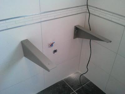 plan  de toilette salle de bain comment poser equerre montage gris frise