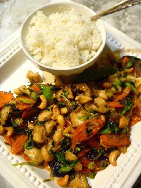 Chicken Teriyaki Stir Fry made with Taylor Farms new stir fry kit.  They take do all the washing and chopping prep work for you to make a meal in 20 minutes or less! - Slice of Southern