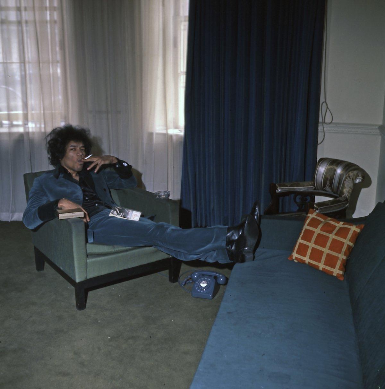 When jimi hendrix rented ringo s apartment amazing photos
