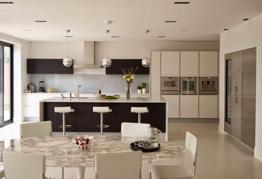 Un dise o actual que no sacrifica la funcionalidad for Cocinas en dos colores