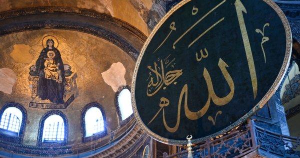Φανατικοί μουσουλμάνοι από όλες τις χώρες συρρέουν στην Πόλη για την προσευχή στην Αγία Σοφία στις 24 Ιουλίου