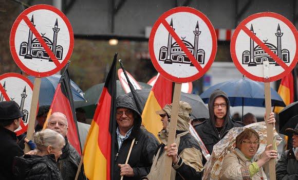 """Serangan Anti-Muslim Meningkat Pesat di Jerman, """"Darurat Islamophobia!"""""""