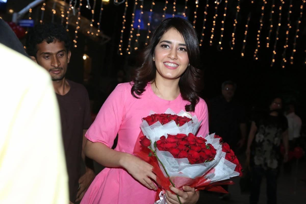 Actress Rashi Khanna Birthday Celebrations Stills 2016