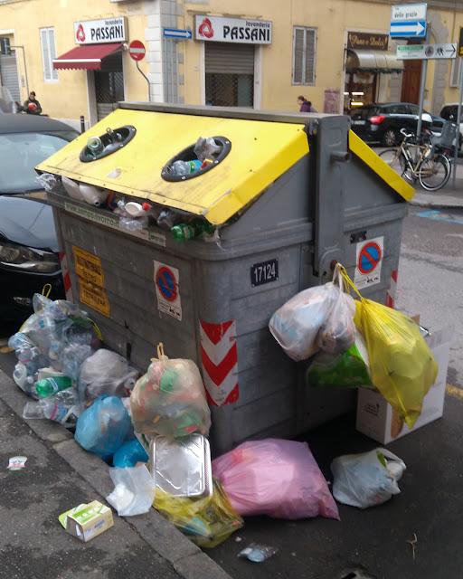 Dumpster in Via delle Grazie, Livorno