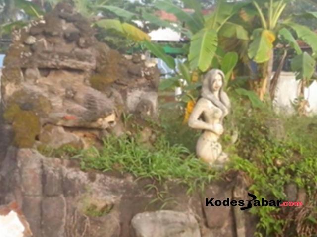 Patung wanita tanpa busana di Kuningan