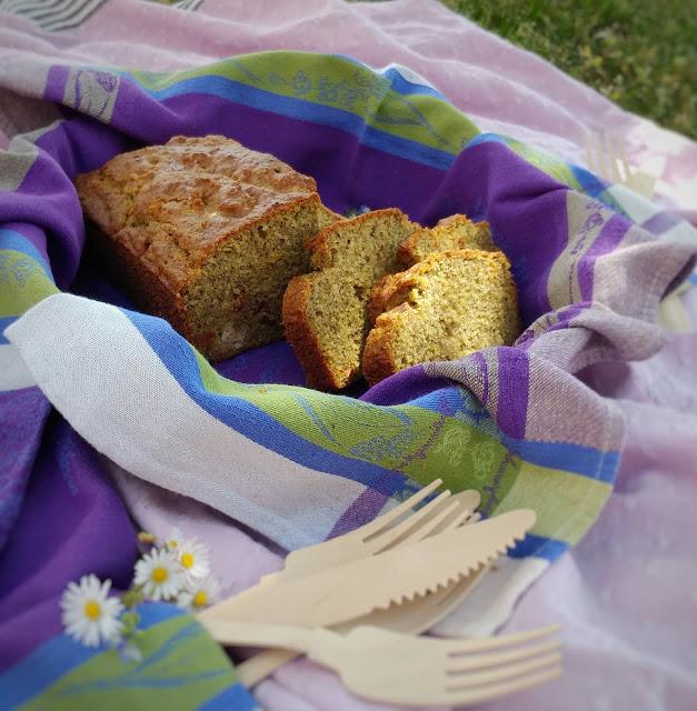 cake salato con farina di piselli tonno e pomodori