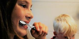 Ini Bahaya Melewatkan Sikat Gigi Sebelum Tidur di Malam Hari