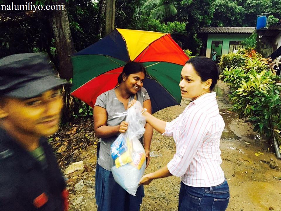 Janaki Wijerathne helping