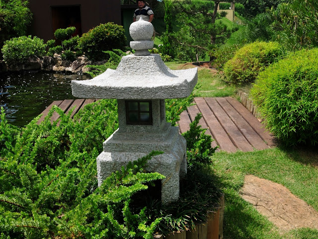 lanterna de pedra; jardim japones
