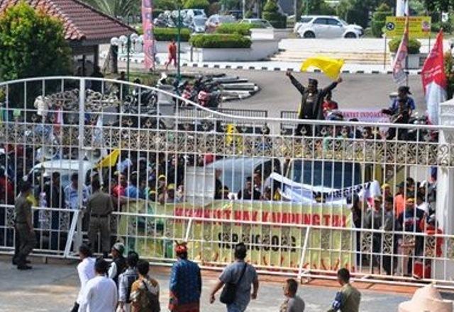 Warga Seranggong Bengkong Sadai Melakukan Aksi Unjuk Rasa Terhadap BP Batam, Berharap Di Kampung Tuakan